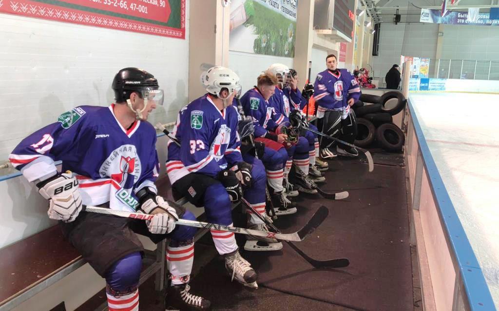 """Усинская хоккейная команда """"Гера"""" вчера выиграла ..."""